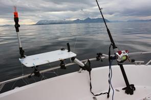 где установить держатели для спиннингов в лодке