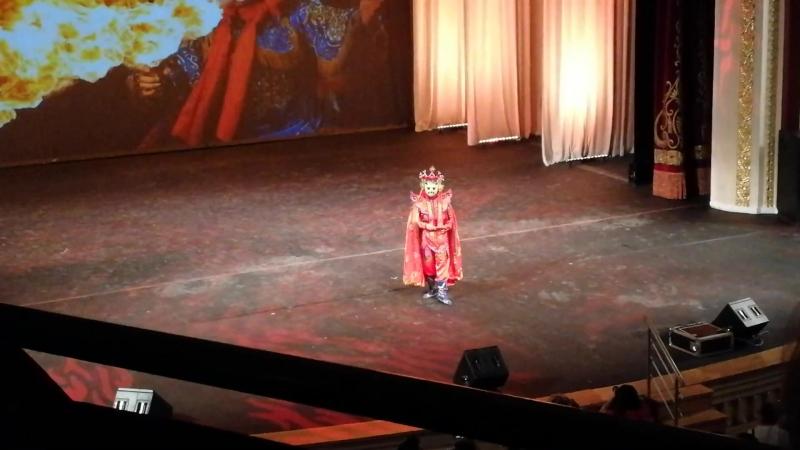 Mo Xao from Chongqing. performance change face ( bian lian ) представление смена лиц. Sichuan Opera , Сычуаньская Опера