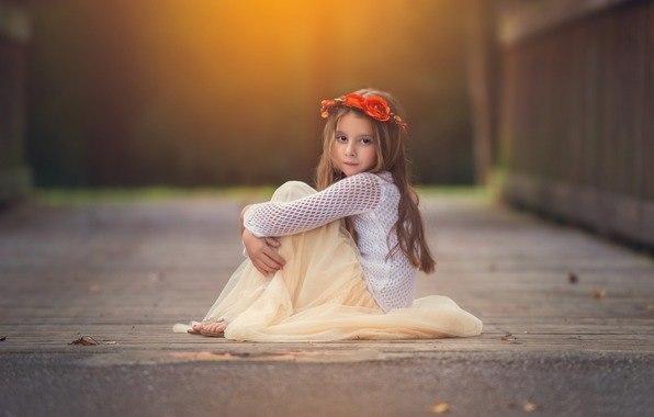 Первые семь лет ребенка нужно любить, вторые семь лет надо его воспитывать, третьи семь лет — быть ему самым лучшим другом, а потом отпустить его и молиться, чтобы у него все было хорошо.
