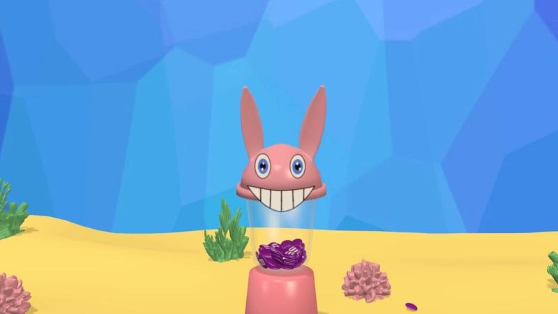 Русалочка Акулёнок и рознацветные эмемдемс конфеты