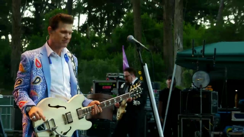 Chris Isaak - 2014-10-04 Hardly Strictly Bluegrass [720p]