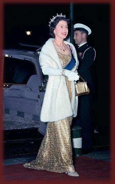 Вечерние образы молодой королевы Елизаветы II