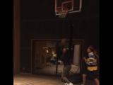6ix9ine и Tory Lanez играют в баскетбол