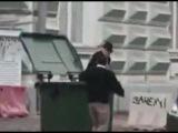 Макаревича выкинули в мусорный бак Москва 19.10.2014