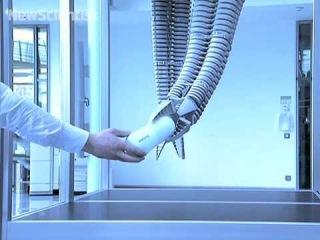 Робот с манипулятором-хоботом