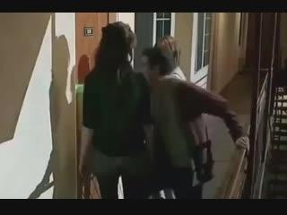Eu amo esse vídeo o dyl tentando abrir a porta e a crystal e a holl vendo se ele ta bem meu ot3 é muito precioso