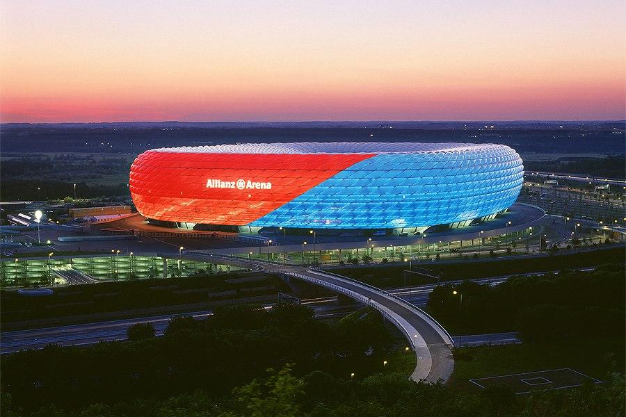 Стадион Альянц Арена (Allianz Arena). Мюнхен, Германия.