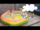 Вредный Ребенок Купается в Бассейне под Дождем Bad Baby Swimming in the Pool Детский канал