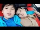 Мальчиков так красиво поёт,песня про маму