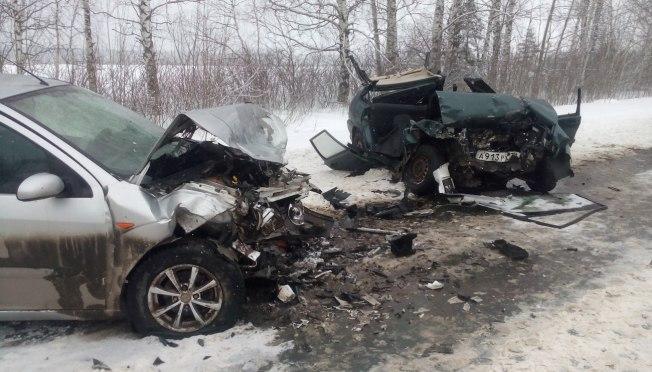 В Марий Эл разбились две машины, пять человек госпитализированы