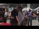 Луи на церемонии вручения звезды Саймону Коуэллу на Голливудской «Аллее Славы», 22/08 3