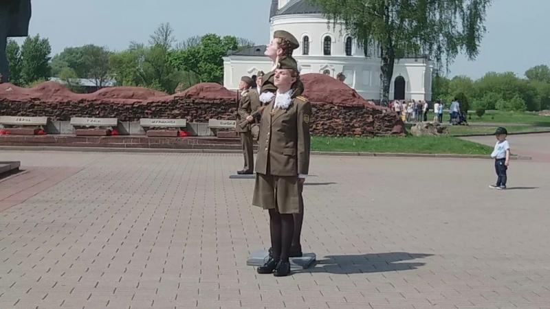 смена Почётного караула в Брестской крепости