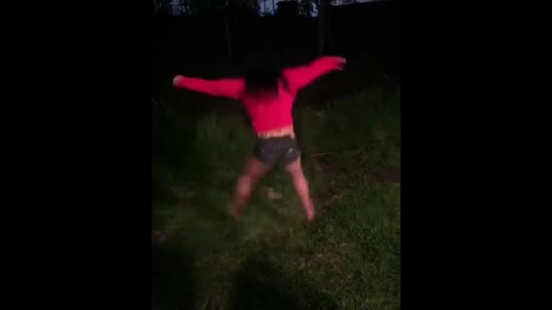 Пьяная черлидирша
