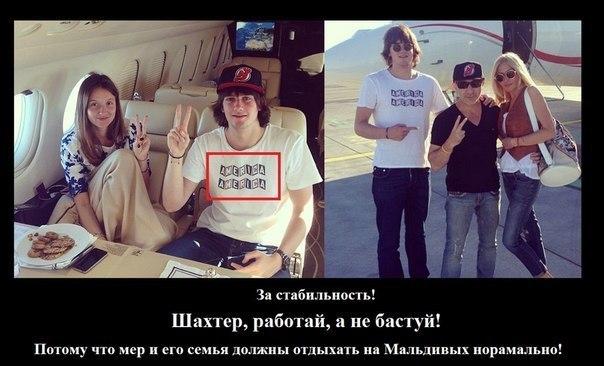 porno-devchonka-baluetsya-s-analom-lizhet-zhopu-smotret