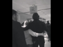 Джаред проходит мимо фанатов с Даниэлой JIBCon JIB9