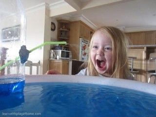 ...вы сотворите вот такой вот незатейливый фонтан буквально из подручных средств. :) Нужна пластиковая бутылка...