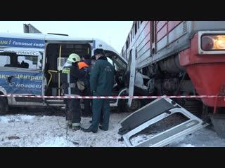 Поезд против маршрутки, эффект домино и провал на Московском. Отдел происшествий . Невские новости
