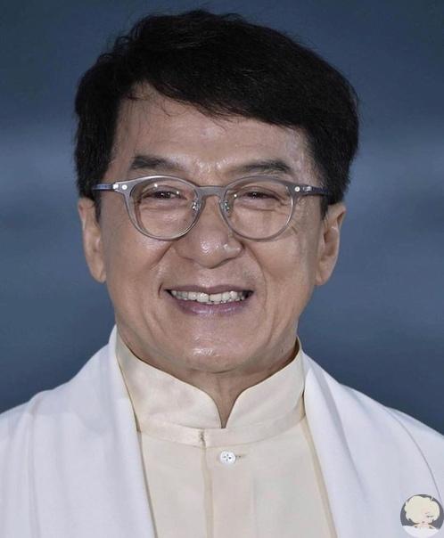 Мало кто знает что Джеки Чан, усыновил 10 сирот, и взял под опеку 50 китайских детей, живущих за рубежом, содержит несколько стипендиантов универститета, заплатил за лечение нескольких детей, больных раком, финансирует «Госпиталь Джеки Чана» и делает отчи