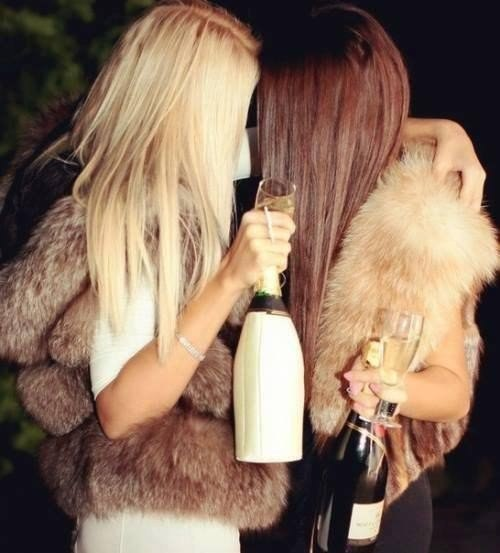 Фото девушки подруги блондинка и брюнетка 4 фотография