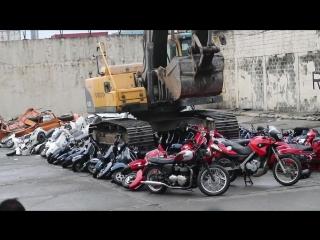 President Rodrigo Duterte witness the destruction of scooters!.mp4
