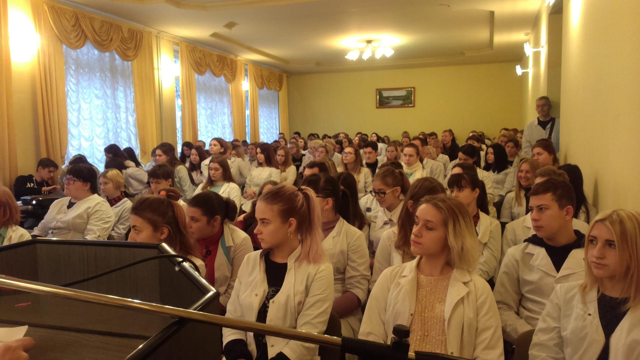В Донецком медицинском колледже прошла информационно-просветительная акция на тему: «Узнай свой ВИЧ-статус»