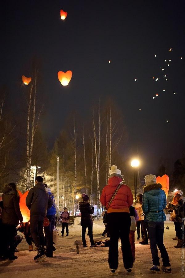 запуск небесных фонариков зимой