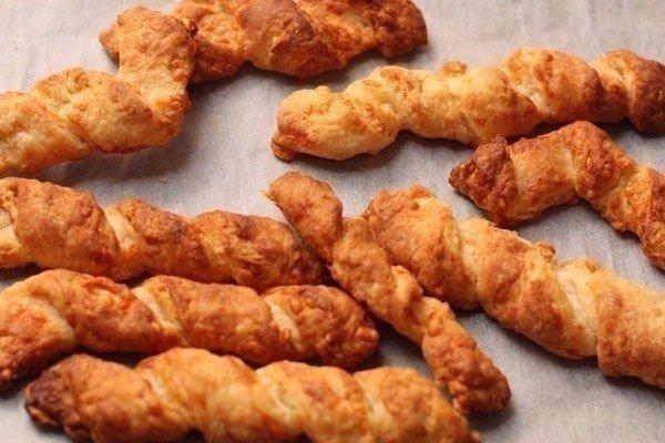 СЫРНЫЕ ПАЛОЧКИ К СУПУ Ингредиенты: - Сыр — 150