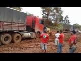 Заднеприводные грузовики на бездорожье. Сезон дождей в Бразилии