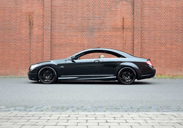 Проект Black in Black основан на серийной версии CL500 Coupe, получившей 10