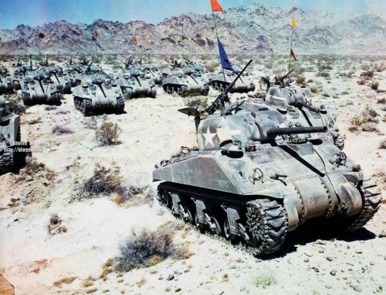 """Американские средние танки М4 """"Шерман"""" в Северной Африке."""
