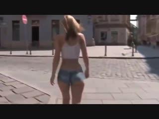 БОДИ-АРТ Модель - Blue Angel Девушка полностью голая ходит по улицам города (1)