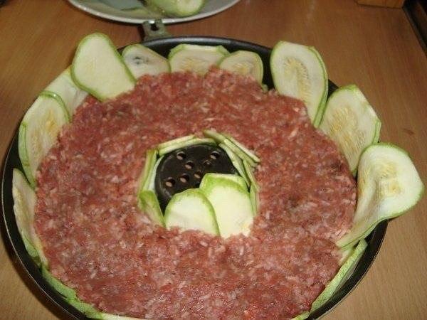 Вкусная кабачковая запеканка Приготовление: Отварить рис- 3 столовых ложки,