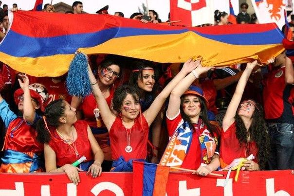 Картинки по запросу фото Аронян и сборная Армении с флагом