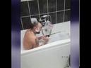 Мой муж был в ванной 45 минут в конце концов я вошла, чтобы засвидетельст