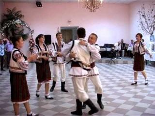 Ansamblul de dansuri populare