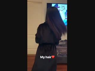 10 декабря 2018 • Instastories: Карди с дочкой // хвастается своими настоящими волосами