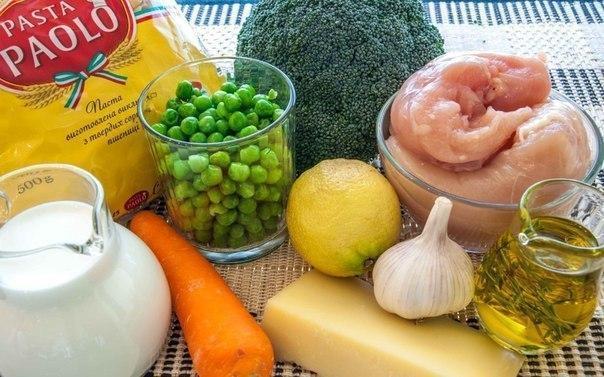 Паста с курицей, овощами и сливочным соусом Идеальная