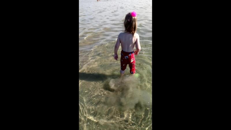 Дианочка открыла купальный сезон!