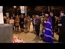 Краснодарцы несут цветы и свечи к месту памяти жертв трагедии в Керчи