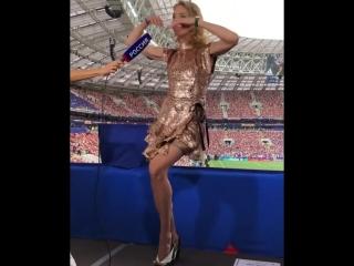 Наталья Водянова танцует «Калинку»
