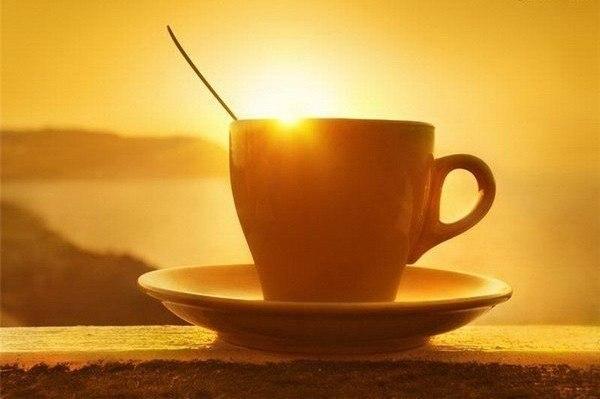 Чашка і схід сонця