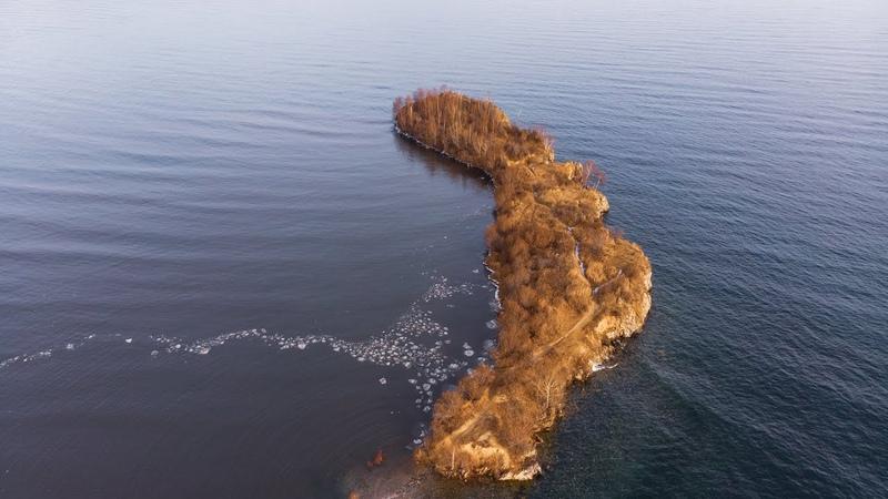 Полуостров Шаманка (мыс Шаманский) на юге Байкала с дрона