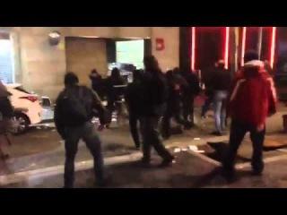 Протестующие напали на полицейский участок в Барселоне