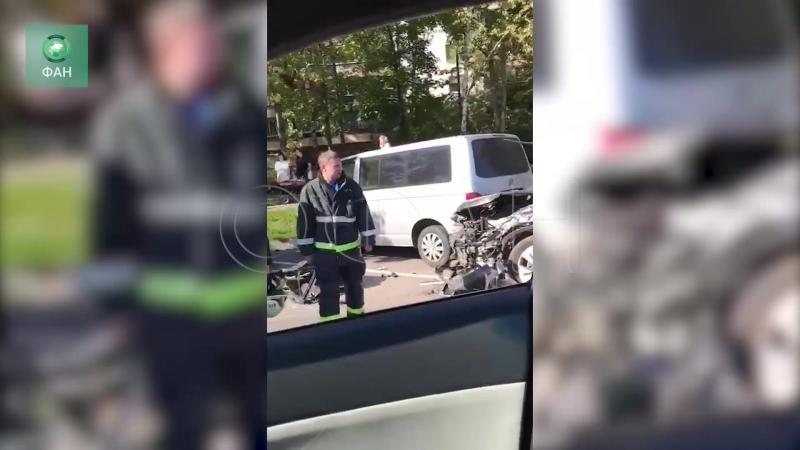 Две иномарки устроили массовое ДТП в Москве