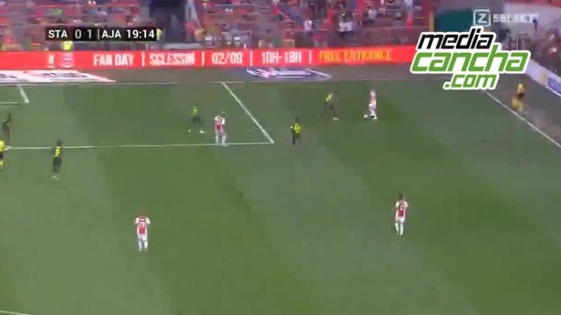 Ochoa, héroe y villano en empate del Standard