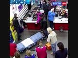 Женщина родила, не отходя от кассы магазина