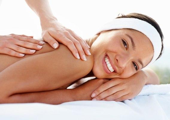 мужчина делает массаж женщине, массаж женщине точки джи, интимный массаж,