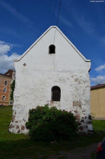 Валунный дом 3 (ул. Выборгская 8) XIV век (дом купеческого собрания)