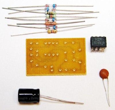 базе микросхемы КР544УД1.