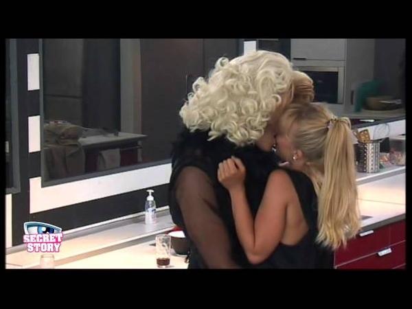 Apr 18 Lesbische liefde Miss Evelyn valt in de